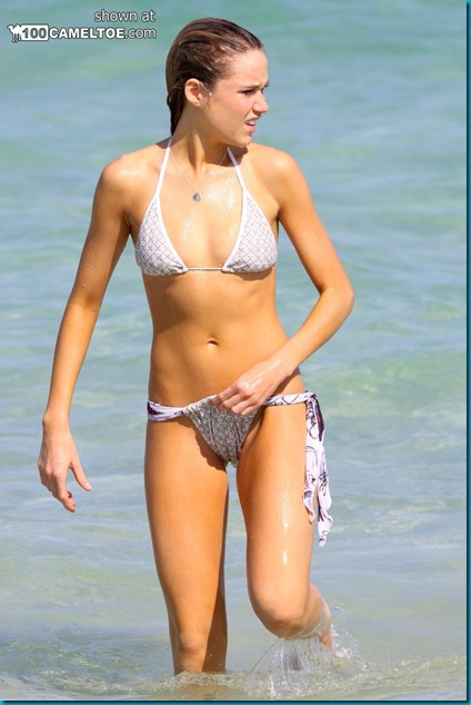 Celeb Girls Cameltoe